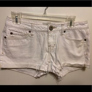 Aeropostale white juniors shorts, size 3/4